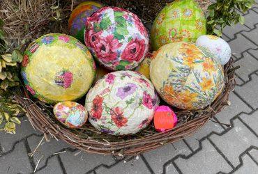 """Klimat Świąt Wielkanocnych w """"PROMYKU""""- zbieranie Pisanek"""